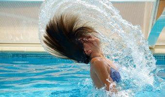 夢占いで未来がわかる、泳ぐ夢の7つのメッセージ