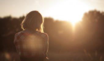 人生が楽しくないときに気持ちを上げてくれる、5つのスピリチュアルエッセンス