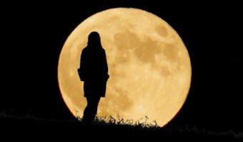 満月の力を呼び込んで自然と幸せ体質になる!現実に効くおまじない5選